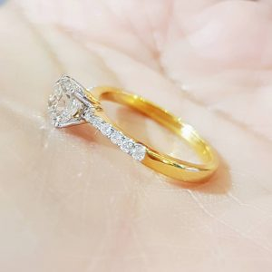 810115 แหวนเพชรเดี่ยวคุชชั่น