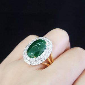 909008 แหวนหยกพม่าล้อมเพชรสวยงามหรูหรา