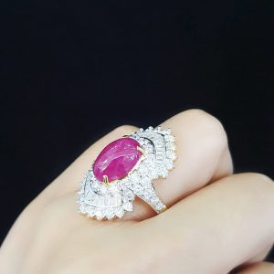 9090022 แหวนทับทิมพม่าล้อมเพชรทรงสวยงามหรูหรา ทับทิมพม่าเซอร์ LAB GEM
