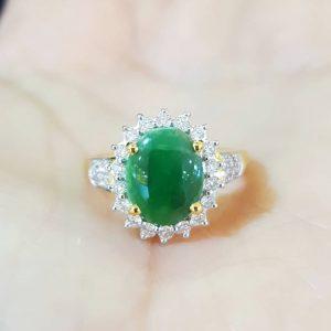 10020026 แหวนหยกพม่าล้อมเพชร