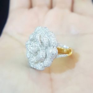 10020031 แหวนเพชรดอกไม้ดอกใหญ่บานเต็มหน้านิ้วมือ สวยเริศ