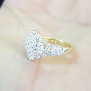 10020024 แหวนเพชรมัดกระจุกทรงสวยเพชรเล่นไฟดีมาก