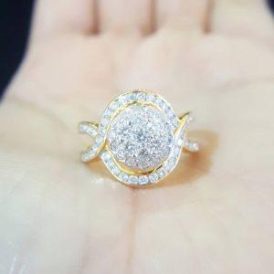 10020022 แหวนเพชรดีไซน์สวยเล่นระดับดอกพิกุลทรงนูน