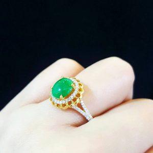 10020015 แหวนหยกพม่าล้อมเพชรงานสวย หยกพม่ามี CER LAB GEM