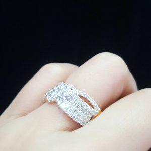 1006009 แหวนเพชรแถวเล่นดีไซน์สวยเพชรสวยเล่นไฟวิ้งๆ